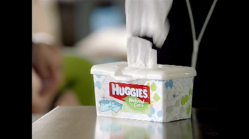 Huggies Natural Care Wipes TV Spot, 'Triple Clean' - Thumbnail 7