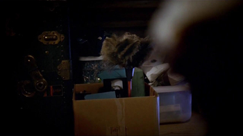 Swiffer 360 Duster Extender TV Spot, 'Attic' Song by The Isley Brothers - Thumbnail 5