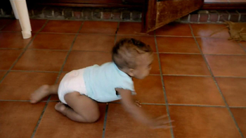 Pampers Cruisers TV Spot, 'Crawling' - Thumbnail 9
