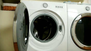 Tide Washing Machine Cleaner TV Spot, 'Fairwell Smell' - Thumbnail 3