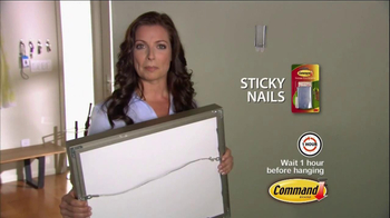 Command Picture Hanging Products TV Spot, 'Beautifully Decorated Walls' - Thumbnail 6