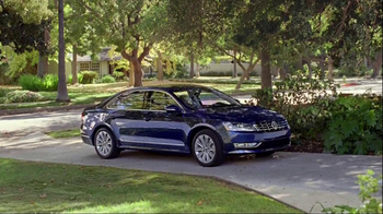 Volkswagen Passat TV Spot, 'Playing Catch' - Thumbnail 7