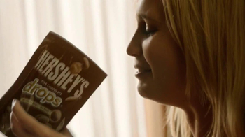 Hershey's Drops TV Spot, 'Chocolate Happiness' - Thumbnail 3