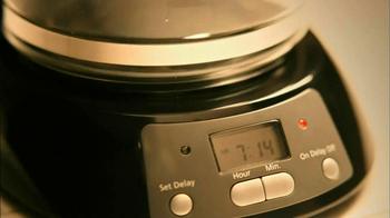 Folgers Classic Roast TV Spot, 'Dancing' - Thumbnail 1