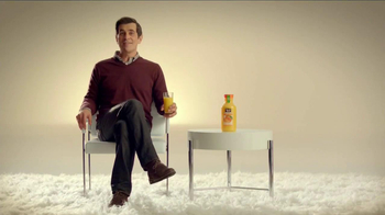 Minute Maid Pure Squeezed TV Spot, 'Cue Cards' Featuring Ty Burrell - Thumbnail 3