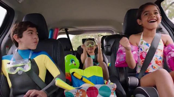 2015 Toyota Sienna TV Spot, 'Sienna Dive-In' - Thumbnail 4