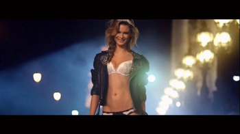 Victoria's Secret Super Bowl 2015 TV Spot, 'Valentine's' Song by Brenda Lee - Thumbnail 5