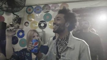 Pepsi TV Spot, 'Out of the Blue Record Release' Featuring Fall Out Boy - Thumbnail 4