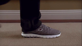 Skechers Relaxed Fit Super Bowl 2015 TV Spot, 'The Hall' Feat. Pete Rose - Thumbnail 5