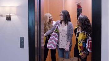 GEICO Super Bowl 2015 TV Spot, 'Push It: It's What You Do' Ft. Salt-N-Pepa - Thumbnail 4