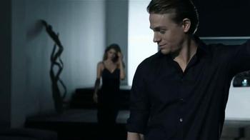 Calvin Klein TV Spot, 'Reveal' Featuring Charlie Hunnam & Doutzen Kroes - Thumbnail 8