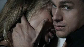Calvin Klein TV Spot, 'Reveal' Featuring Charlie Hunnam & Doutzen Kroes - Thumbnail 9