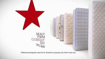 Macy's Presidents' Day Mattress Sale TV Spot, 'Final Closeout Mattresses' - Thumbnail 4