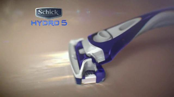 Schick Hydro 5 TV Spot, 'Pool Date' - Thumbnail 5