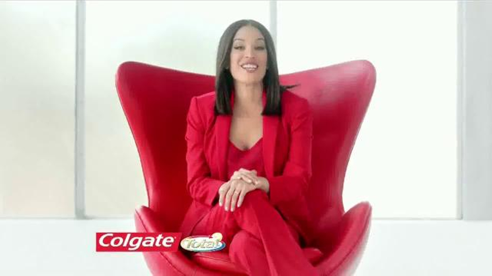 Colgate Total Advanced Whitening TV Commercial Con Karla Mart??nez