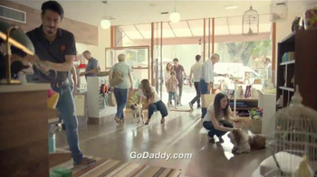Go Daddy TV Spot, 'Pet Shop' [Spanish] - Thumbnail 9
