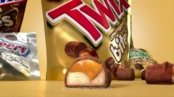 Twix Bites TV Spot, 'Hairspray' - Thumbnail 10