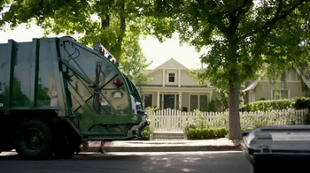 KeyBank Hassle-Free Account TV Spot, 'Garbage Truck' - Thumbnail 1