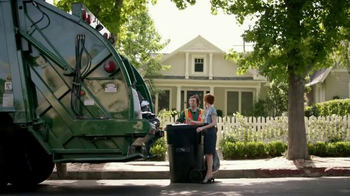 KeyBank Hassle-Free Account TV Spot, 'Garbage Truck' - Thumbnail 7