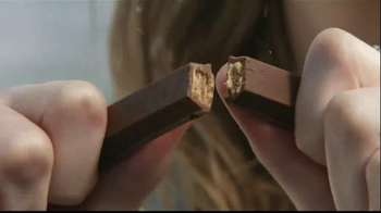 KitKat TV Spot, 'Break Time All Over Town' - Thumbnail 4
