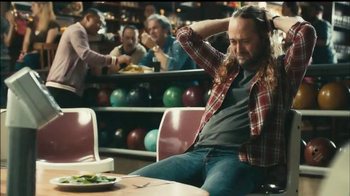 Fiber One Oats & Chocolate TV Spot, 'Bowling Alley' - Thumbnail 4