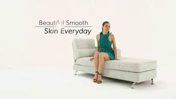 Veet Infini' Silk Pro TV Spot, 'Lasting Smooth Skin' - Thumbnail 4