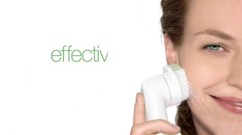 Clinique Sonic System Purifying Cleansing Brush TV Spot, 'Skin-Changer' - Thumbnail 4