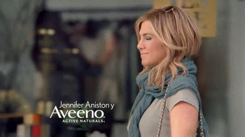 Aveeno Daily Moisturizing Lotion TV Spot Con Jennifer Aniston - Thumbnail 2