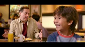 Denny's Pumpkin Pancakes Breakfast TV Spot [Spanish] - Thumbnail 9
