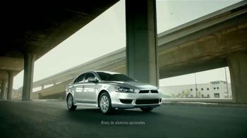 2015 Mitsubishi Mirage TV Spot, 'Find Your Own Lane' [Spanish] - Thumbnail 4