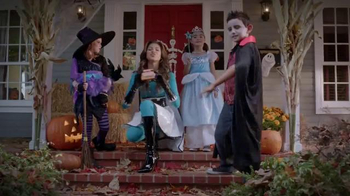 Trick-or-Treat for UNICEF TV Spot, 'Calling All Superheroes!' - Thumbnail 6
