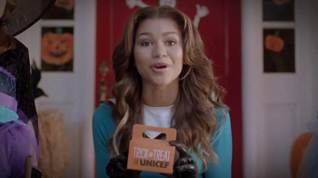 Trick-or-Treat for UNICEF TV Spot, 'Calling All Superheroes!' - Thumbnail 7