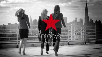 Macy's Gran Venta de Trajes TV Spot, 'Compra más ahora más' [Spanish] - Thumbnail 9