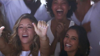 Crest 3D White Luxe TV Spot, 'The Power to Captivate' Featuring Shakira - Thumbnail 2