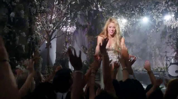 Crest 3D White Luxe TV Spot, 'The Power to Captivate' Featuring Shakira - Thumbnail 4