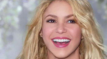 Crest 3D White Luxe TV Spot, 'The Power to Captivate' Featuring Shakira - Thumbnail 7