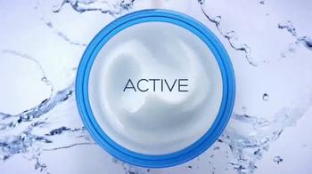 Garnier SkinActive Moisture Bomb TV Spot, 'Moisture Barrier' - Thumbnail 4