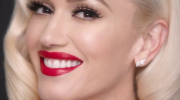 Revlon Super Lustrous Lipstick TV Spot, 'Make a Statement' Ft Gwen Stefani - Thumbnail 7