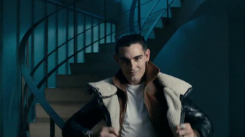 Axe 48-Hour Charge Up Protection TV Spot, 'Two Jackets' - Thumbnail 3