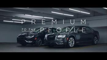 2016 Chrysler 200 & 300 TV Spot, 'Picks' Feat. Martin Sheen, Bill Pullman - Thumbnail 8