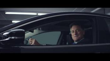 2016 Chrysler 200 & 300 TV Spot, 'Picks' Feat. Martin Sheen, Bill Pullman - Thumbnail 3