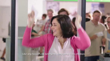 Gain Detergent TV Spot, 'Long Travel Day' Song by Tag Team - Thumbnail 3