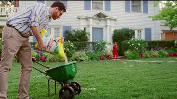 Scotts Turf Builder Weed & Feed TV Spot, 'Evil Weeds' - Thumbnail 4