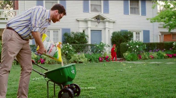 Scotts Turf Builder Weed & Feed TV Spot, 'Evil Weeds' - Thumbnail 5