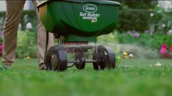 Scotts Turf Builder Weed & Feed TV Spot, 'Evil Weeds' - Thumbnail 6