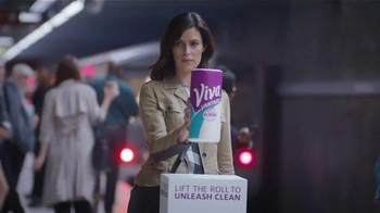 Viva Vantage Towels TV Spot, 'Subway'