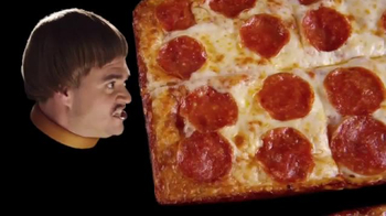 Little Caesars Stuffed Crust DEEP!DEEP! Dish TV Spot, 'Caras' [Spanish] - Thumbnail 2