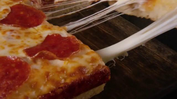 Little Caesars Stuffed Crust DEEP!DEEP! Dish TV Spot, 'Caras' [Spanish] - Thumbnail 8
