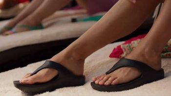Crocs, Inc. TV Spot, 'Mom's Day Off' - Thumbnail 6