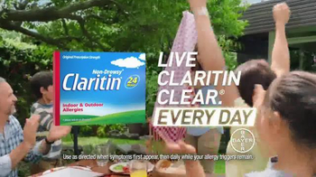 Claritin TV Spot, 'Distractions: Sunday Paper Special' - Thumbnail 8